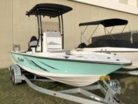 Motorboat Key Largo 220 Bay for rental