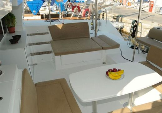 Lagoon 450 in Athens for hire