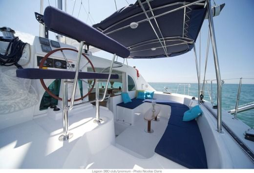 Sailboat LAGOON 380 for hire