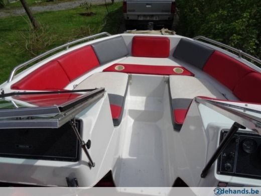 Motorboat Four Winns Freedom for hire