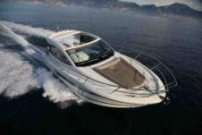 Motorboat Beneteau Gt for hire