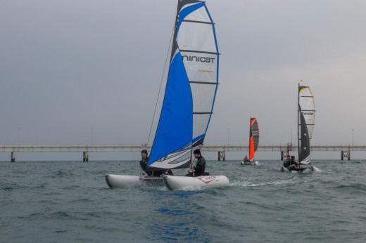 Location Minicat 420 224 Boulogne Billancourt Click Amp Boat