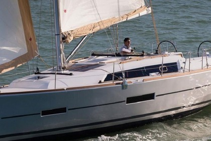 Hire Sailboat DUFOUR 382 Grimaud