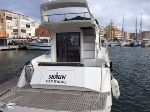 Motorboat Galeon Galeon 300 Fly 370Cv for hire