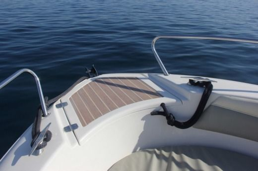 Motorboat Quicksilver Commander 600 peer-to-peer