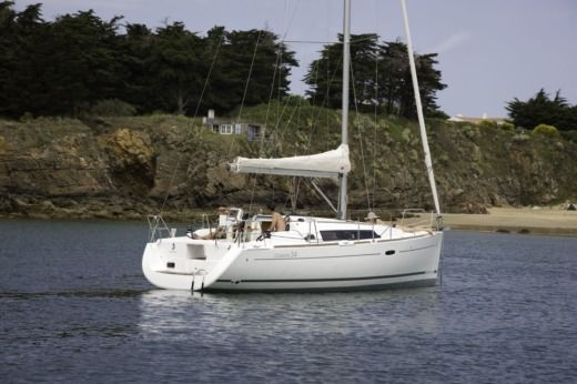 Sailboat Bénéteau Océanis 34 for hire
