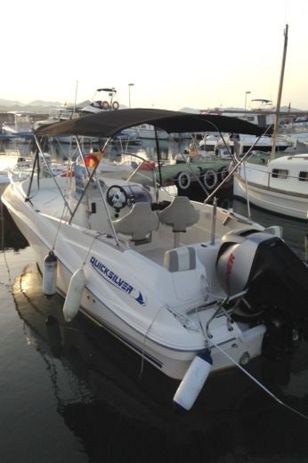Quicksilver Commander 635 in Can Picafort peer-to-peer