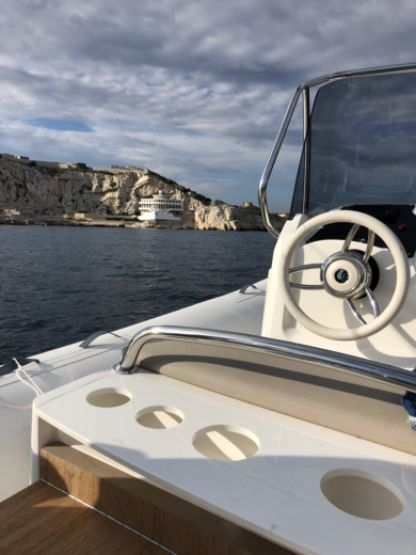 Location Semi-rigide Capelli Tempest 700 Marseille