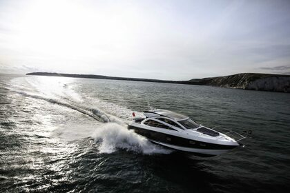 Hire Motorboat SUNSEEKER MANHATTAN 53' Victoria