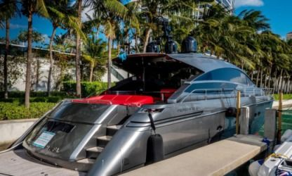 Rental Motorboat Pershing 64′ Pershing Miami Beach