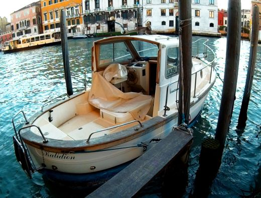 Rental motorboat in Venice