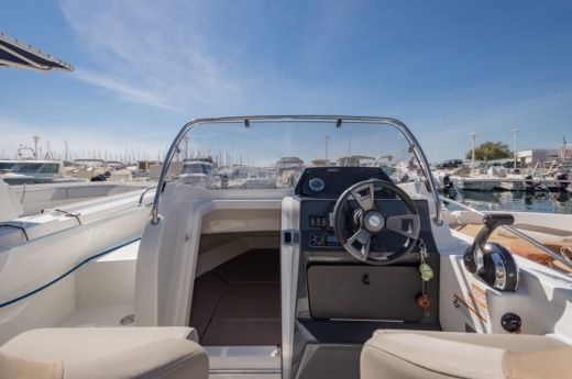 Quicksilver 605 Activ Sundeck in Marseille for hire