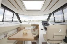 Motorboat Beneteau Antares 7.80 for hire