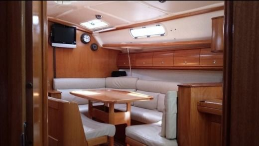 Sailboat BAVARIA Cruiser 38 peer-to-peer
