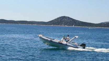 Rental RIB Bat Indian 680 Vodice