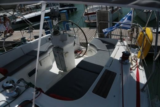 Sailboat Beneteau Oceanis 36 for hire