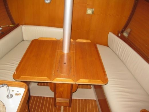 Sailboat Beneteau First 285 peer-to-peer