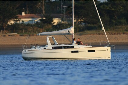 Rental Sailboat Beneteau  Oceanis 35.1 Split