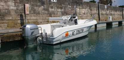 Rental Motorboat Pacific Craft 500 Open Blanc La Flotte
