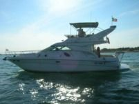 Motorboat Sea Ray 400 Seda Bridge