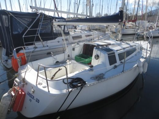Charter sailboat in Santa-Maria-Poggio peer-to-peer