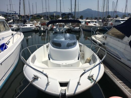 Beneteau Open Flyer 750 in Hendaye for rental