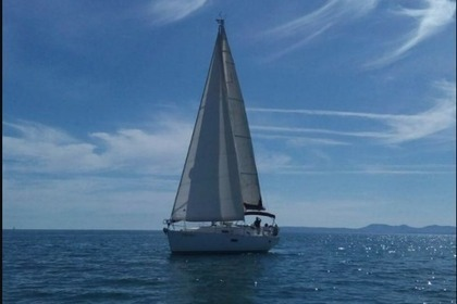 Hire Sailboat BENETEAU OCEANIS CLIPPER 361 Empuriabrava
