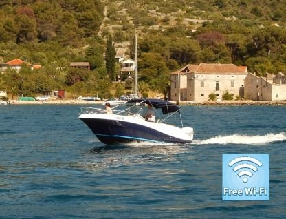 Charter Motorboat Quicksilver Commander 635 Trogir