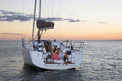 Rental Sailboat JEANNEAU SUN ODYSSEY 349 Port Grimaud