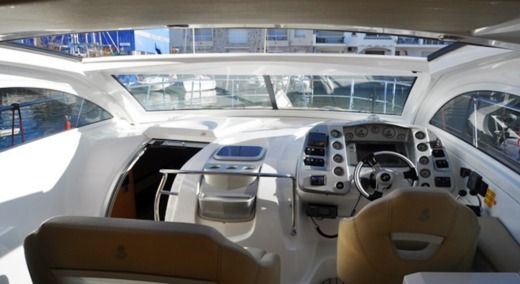 Charter motorboat in Empuriabrava peer-to-peer