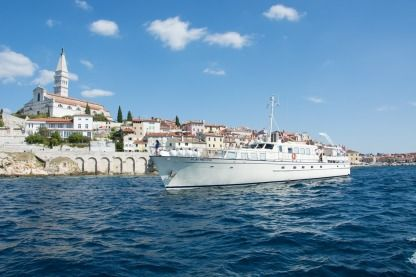 Charter Motorboat Gustafsson & Anderss Play Fellow Trogir