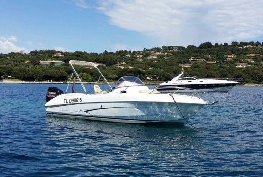 Motorboat Benneteau Flyer 750 Sundeck peer-to-peer