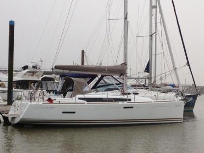 Charter Sailboat Jeanneau Sun Odyssey 379 Portisco
