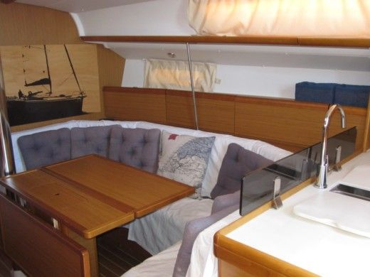 Sailboat Jeanneau 39I Performance for hire