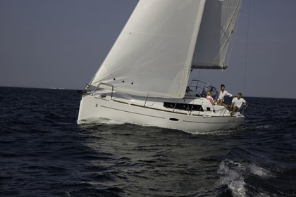 Rental Sailboat OCEANIS 34 HOR BANN HEOL Port-Louis