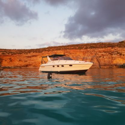 Charter Motorboat Fairline Targa 33 Valletta