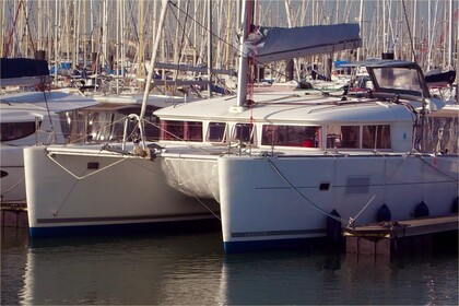 Rental Catamaran LAGOON 400 Sainte-Luce