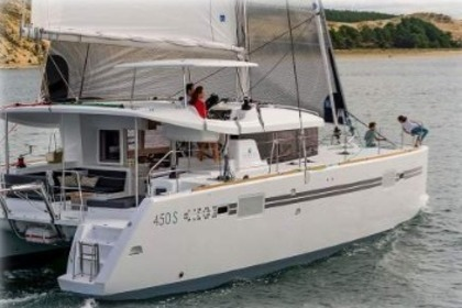 Hire Catamaran LAGOON 450 Port Grimaud