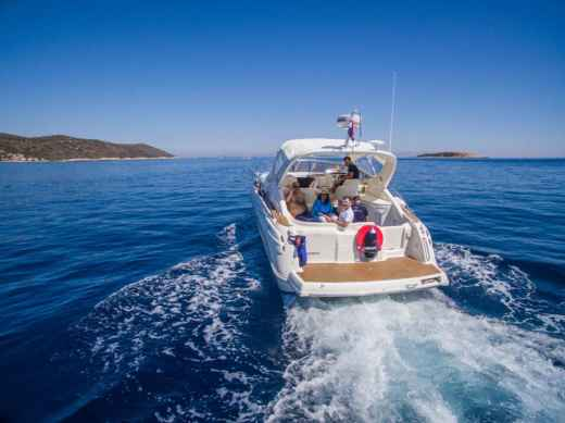 Charter motorboat in Hvar