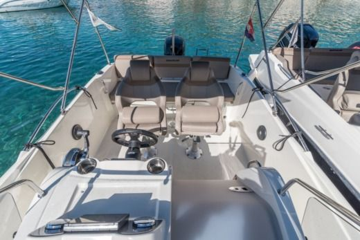 Motorboat Quicksilver Activ 675 Open