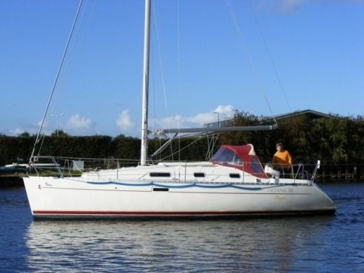 Sailboat Beneteau Oceanis 311