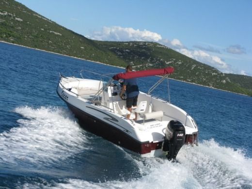 Charter motorboat in Biograd na Moru peer-to-peer