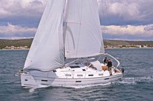 Sailboat Bavaria Cruiser 40 for hire