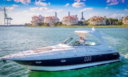 Rental Motorboat Cruisers Express 420 Express Miami Beach