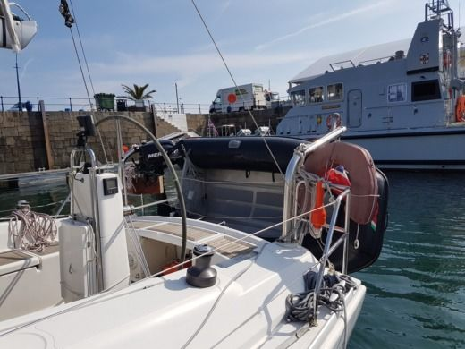 Hanse Hanse 370 in St-Malo for hire