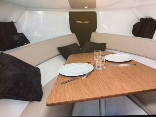 Motorboat Beneteau Flyer 7 for hire