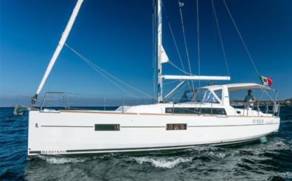 Rental Sailboat Beneteau Oceanis 38 Portisco