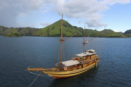 Rental Sailboat Floresta Phinisi Komodo