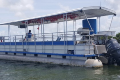 Hire Motorboat Crest Pontoon Miami Beach