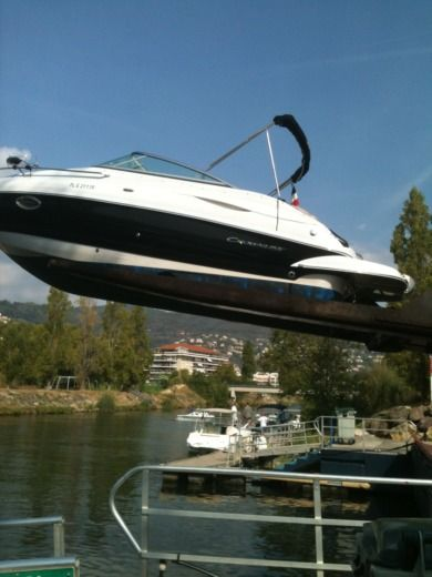 Motorboat Crownline 236 Sport Cuddy for hire